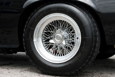 Borrani wire wheel with 3-eared knockoffs s/n 14555