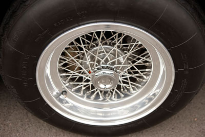 Borrani wire wheel with hex knockoffs s/n 15209
